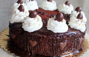 Tort cu ciocolata si sirop de zahar ars